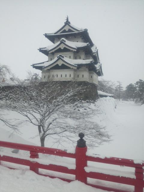 雪の弘前城